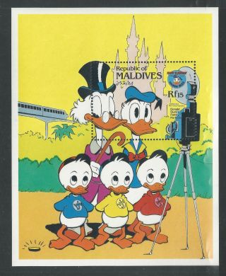 Maldives 1048 Disney,  Donald ' S Happy Birthday Family Portrait.  Sheet photo