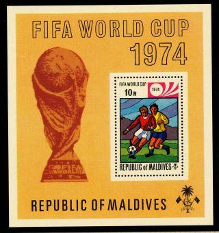 K915 Maldive Islands 1974 Sg.  Ms521 10r World Cup Football Germany photo
