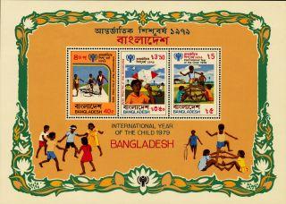 K920 Bangladesh 1979 Sg.  Ms151 International Of The Year Of The Child photo