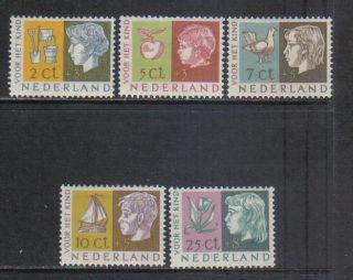 Netherlands 1953 Children Semipostal (b259 - 63) Mh photo