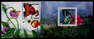 Bhutan 1124 - 4a Butterfly,  Flower photo