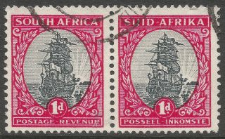 South Africa.  1951 Dromedaris.  1d Setenant Pair.  Sg135.  B4a52 photo