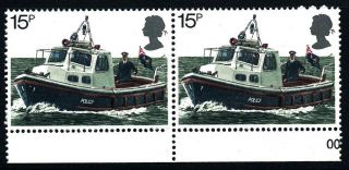N478 Gb 1979 Sg1103 (pair) 15p River Patrol Boat photo